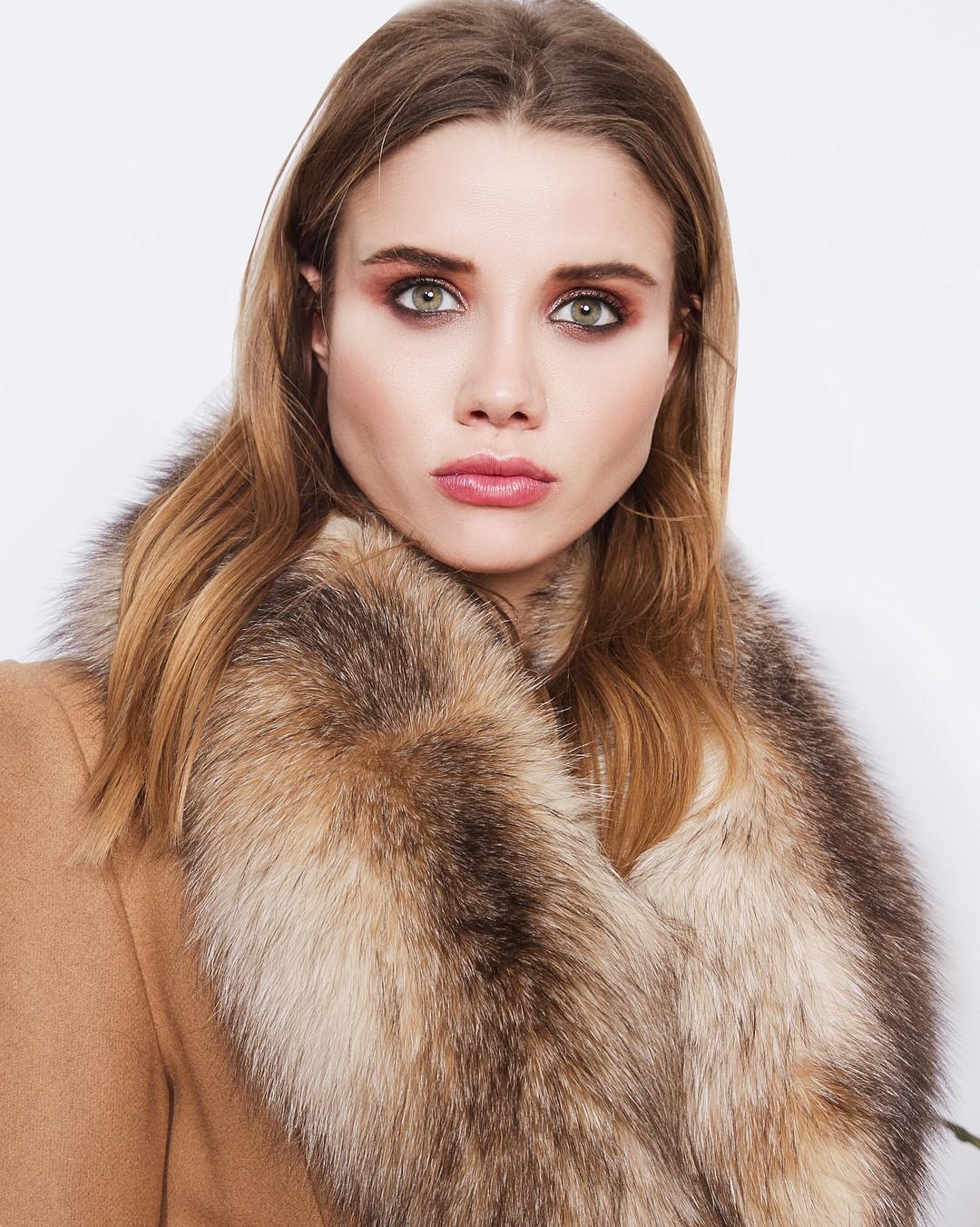 Весеннее женское пальто с мехом