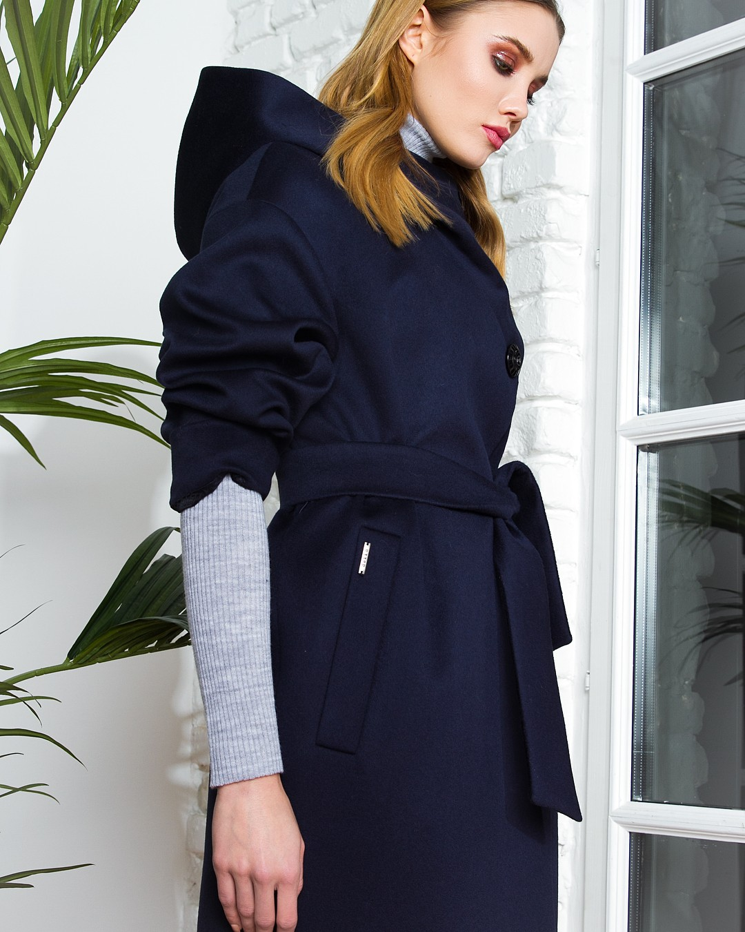 Демисезонное пальто Dekka 553-1553 с кроссовками